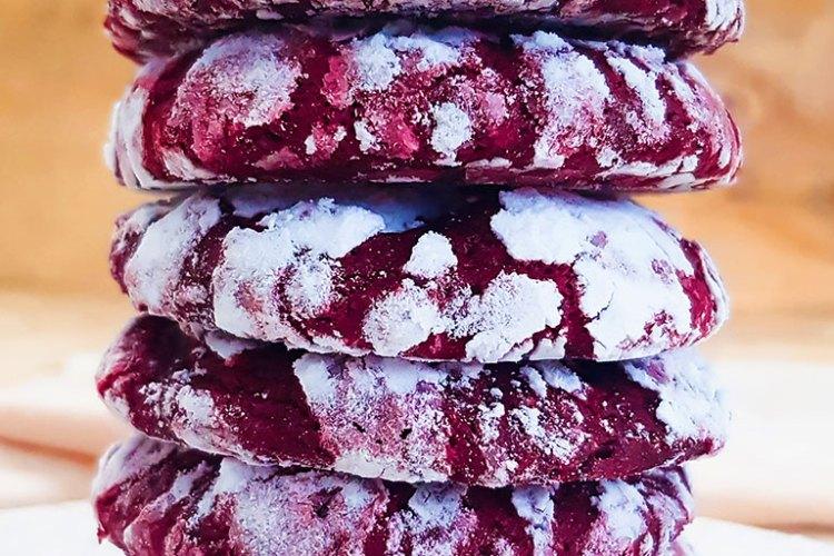 Vegan red velvet crinkle cookies