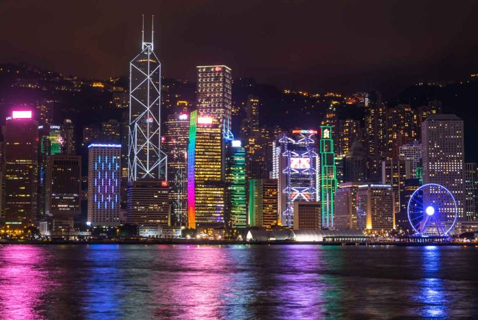 https://i1.wp.com/www.gettingstamped.com/wp-content/uploads/2016/10/Things-to-do-in-Kowloon-Hong-Kong-Island-Skyline-at-night-from-Kowloon-side-1.jpg?resize=696%2C466&ssl=1