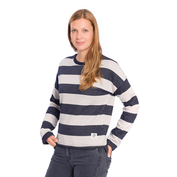bleed-clothing-1746f-captains-sweater-ladies-studio-01