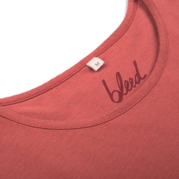 bleed-clothing-1616-dot-logo-t-shirt-rot-detail-01