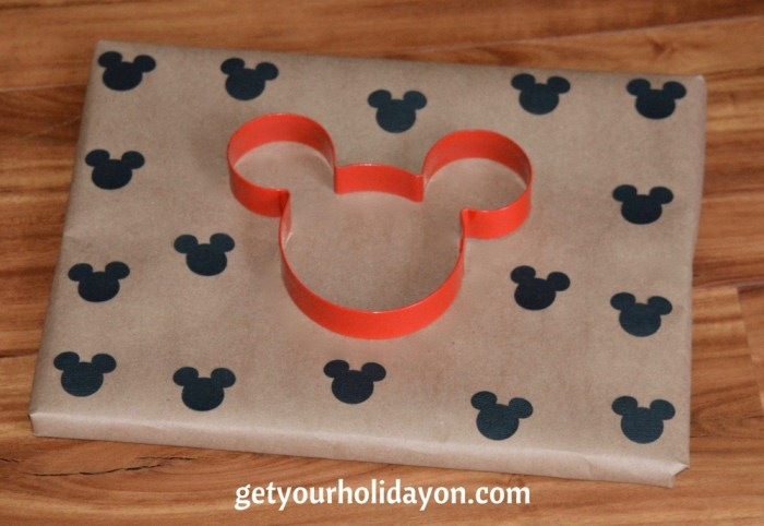 A simple and crafty idea to use in the DIY gift wrap idea is to add a cookie cutter for added fun.
