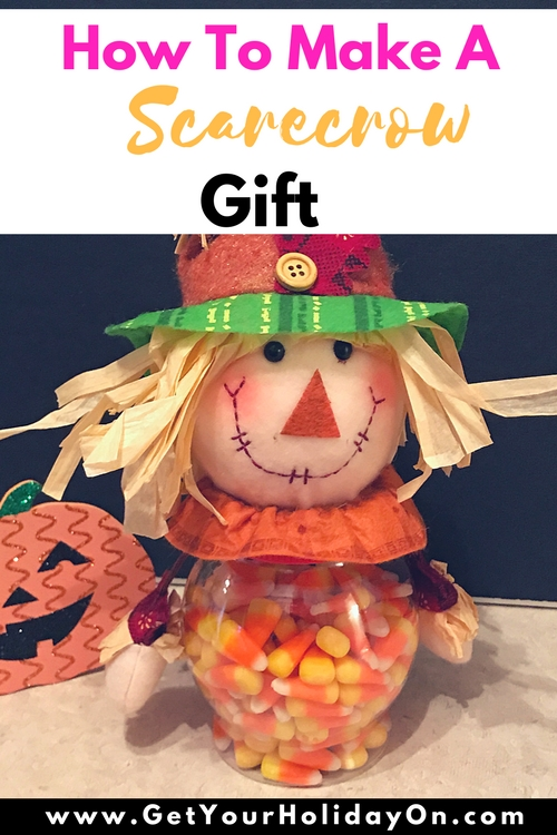 How To Make A Simple and Easy Scarecrow Gift: If you are searching for a way to create a simple and enjoyable Scarecrow gift idea, look no further! This fall/autumn gift is perfect for Grandparents day, Halloween, Thanksgiving, a coworker gift idea, secret sister, or a birthday. Find out how to make a simple and easy Scarecrow gift.