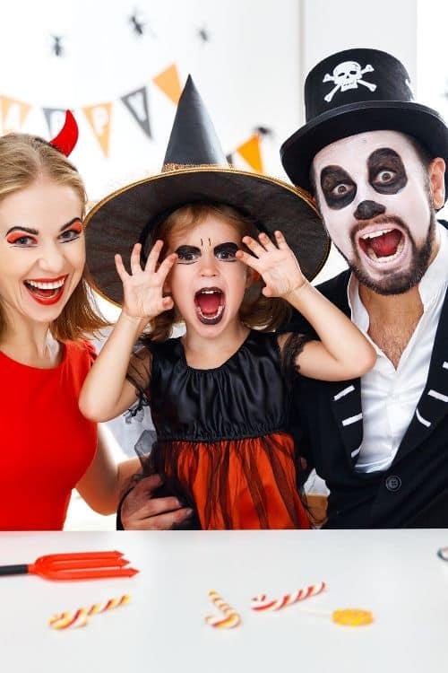 Family Halloween Costumes Ideas That Are Borderline Genius
