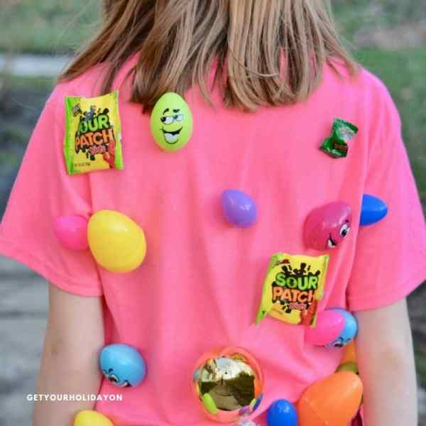 Easter egg tag game for kids! Fill your shirt up with everyone's favorite candies and treats. The kids will love it! Imagine their faces at Easter when you pull this colorful shirt out with Easter treats! #crafts #diy #play #party