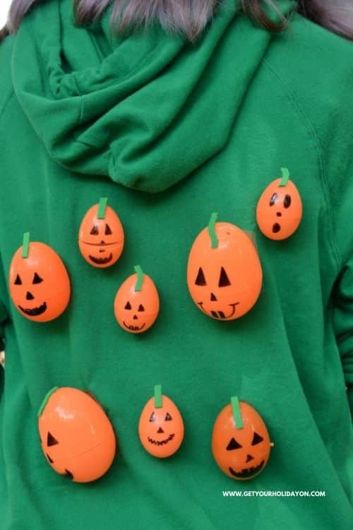Easy Halloween pumpkin activity crafts that kids will love to play! #pumpkins #diy #crafts
