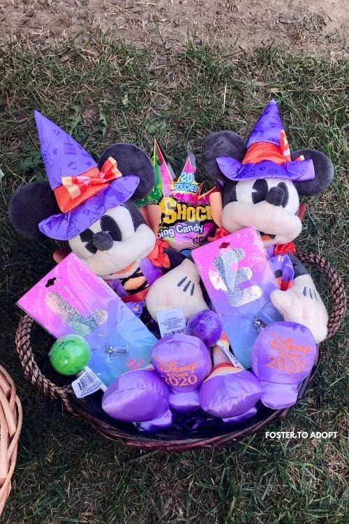 Minnie Mouse Boo Basket with fillers for kids.
