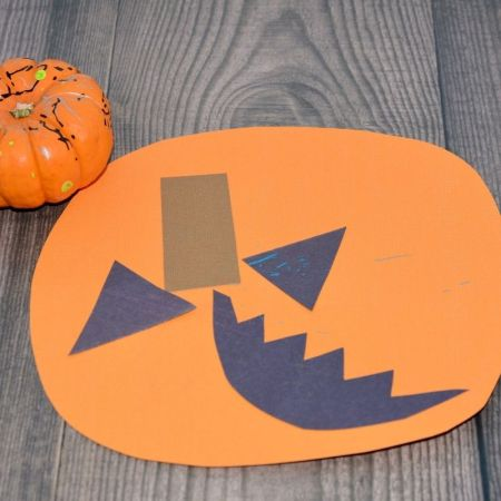 easy pumpkin craft for toddler or two year old to do.