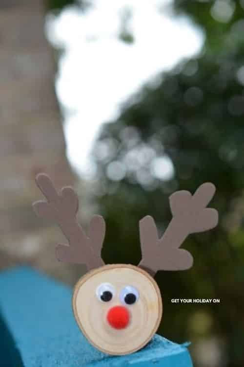 diy wood slice reindeer
