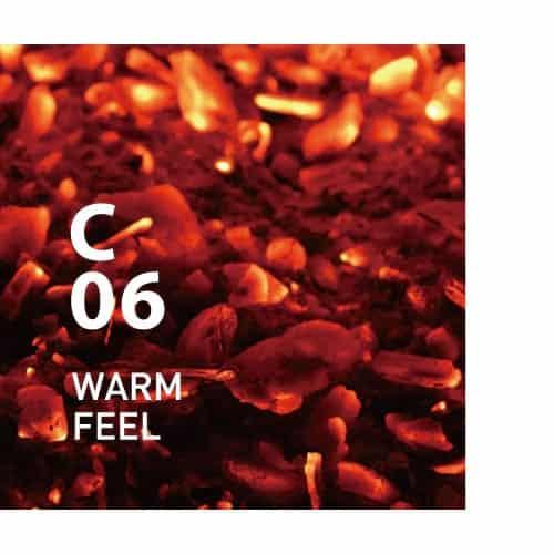 CLEAN AIR C06 WARM FEEL van AT AROMA. Een zoete en pittige geur met een rijke diepte, die een warme sfeer creëert Ingrediënten: gember, sinaasappel, howood, ylang ylang, cederhout, etc.