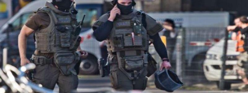 Hostage taken and shots fired at the Cologne railway station