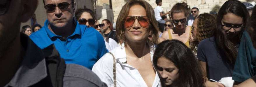 Pro-Palestinian group demands Jennifer Lopez cancel the show in Egypt after playing in Israel