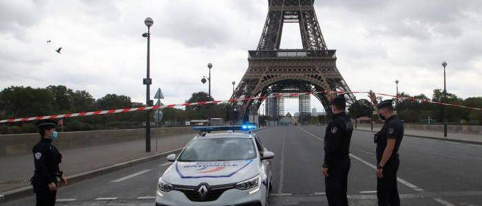 Police in Paris evacuated the Eiffel Tower after bomb threat