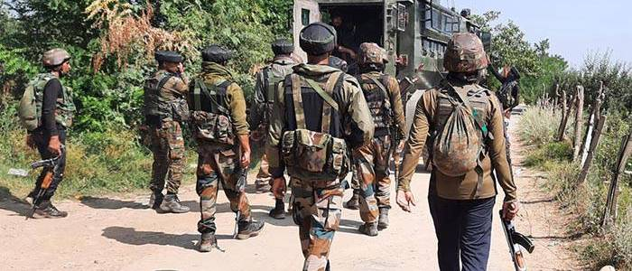 Jammu and Kasmir security forces nab terrorist after he fires at them in central Kashmir