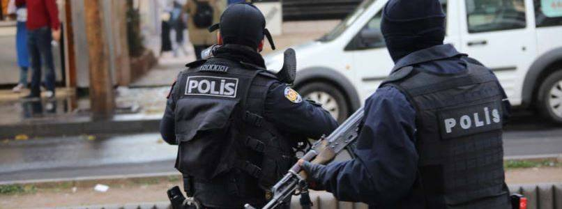 Turkish authorities arrested twelve foreign Islamic State terrorists attempting to enter Syria