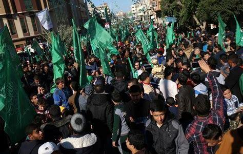 Muslim worshipers are waving Hamas flags at the Temple Mount in Jerusalem's Old City