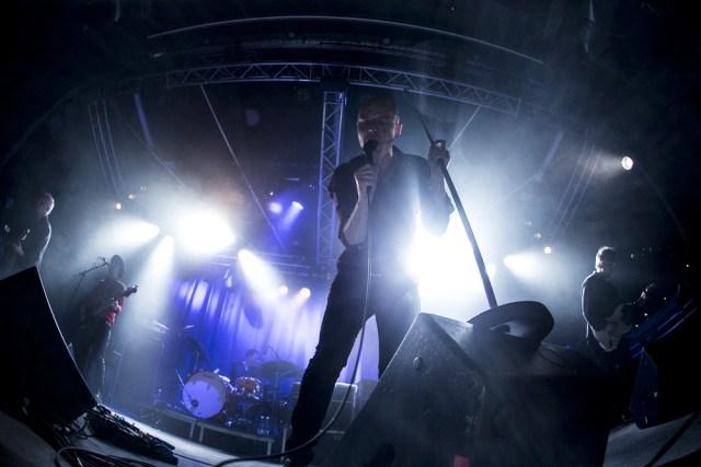 En insiterende Høyem i front for sit velspillende band