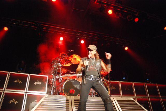 """Frontmand og """"new guy"""" i bandet, Mark Tornillo, leverede en stærk vokalpræstation i Amager Bio"""