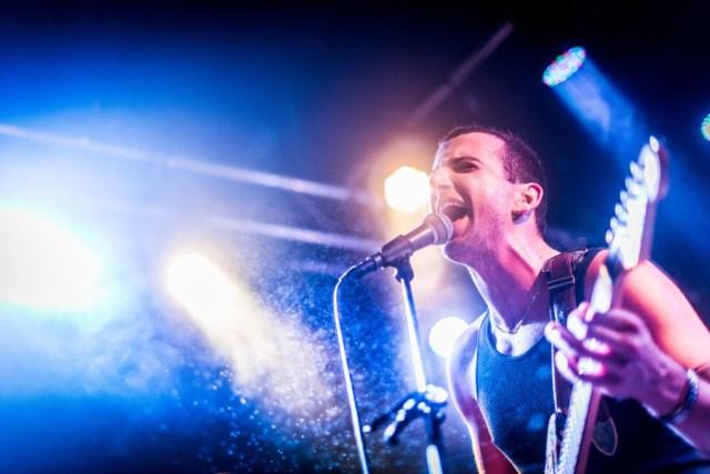 Frontmand Joseph D'Agostino var intens og engageret i front. Photo: Hasan Jensen / Homage Photography