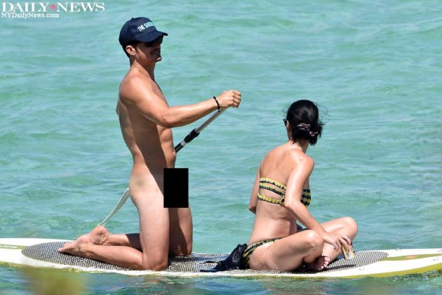 Orlando Bloom nackt mit Katy Perry auf einem Floß