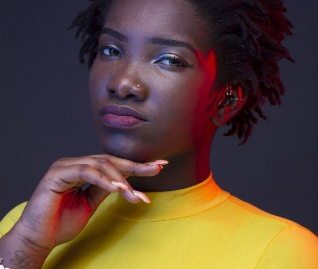 Video Ebony Slips While Performing