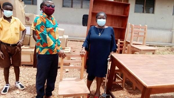Asanko Mines stocks libraries of schools in Amansie West, Amansie South