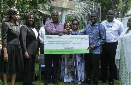 President Mahama presents GH¢300,000 to Cardiothoracic Centre