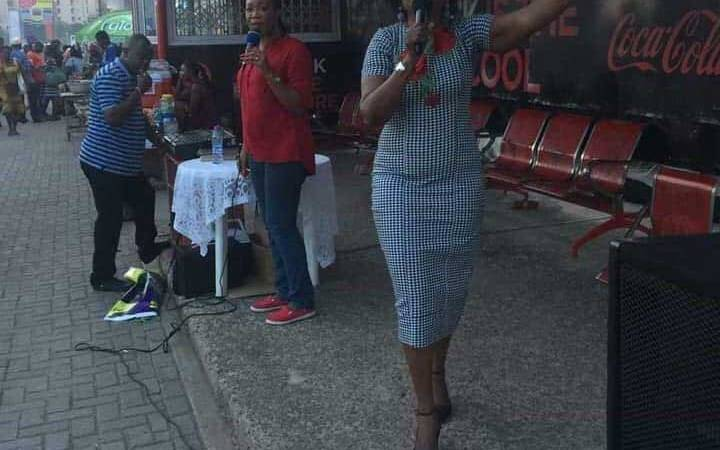 A Ghanaian EC Executive Member Caught Preaching At A Bus Stop – PHOTO