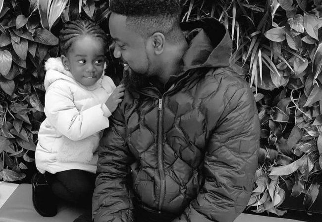 SCREENSHOT: Struggling Comedian, Waris Is A BIG FOOL For Lusting After Sarkodie's 2-year-old, Titi