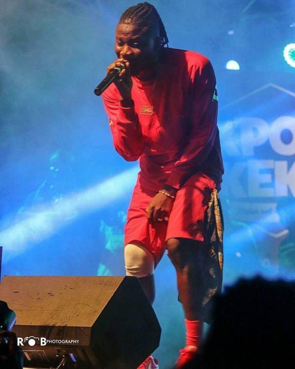 Stonebwoy1 - PHOTO: Stonebwoy Feeling Pains In His Operated Knee? — SEE