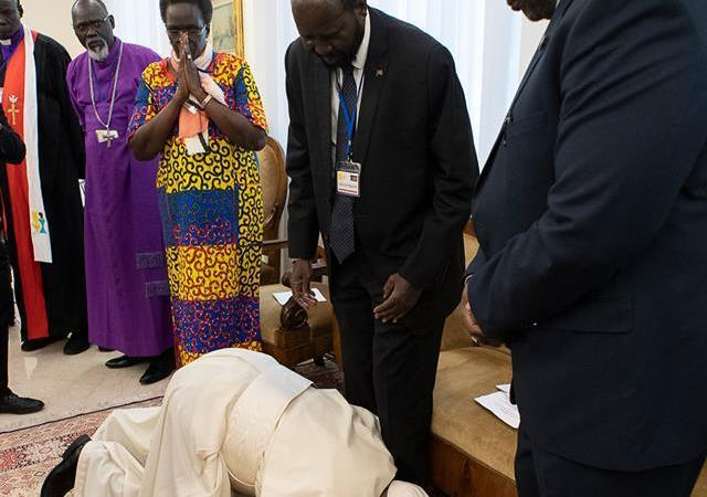 PHOTOS: Sudanese Leaders Shocked After Pope Francis Kissed Their Feet Urging Them To Maintain Peace