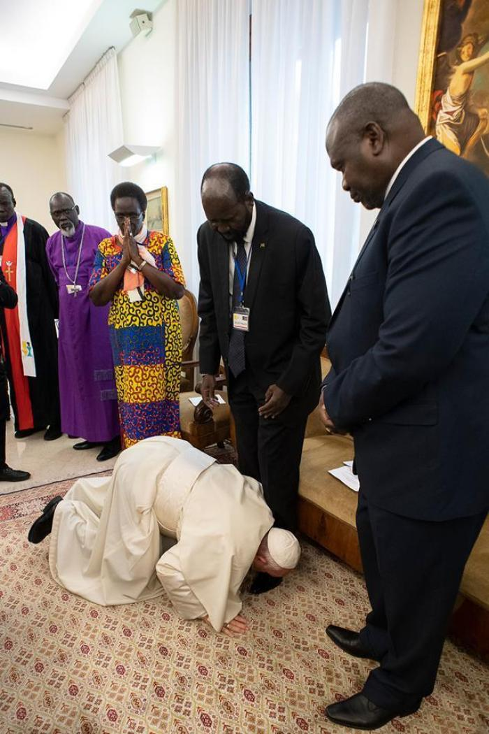 pope francis and sudanese president1 - PHOTOS: Sudanese Leaders Shocked After Pope Francis Kissed Their Feet Urging Them To Maintain Peace