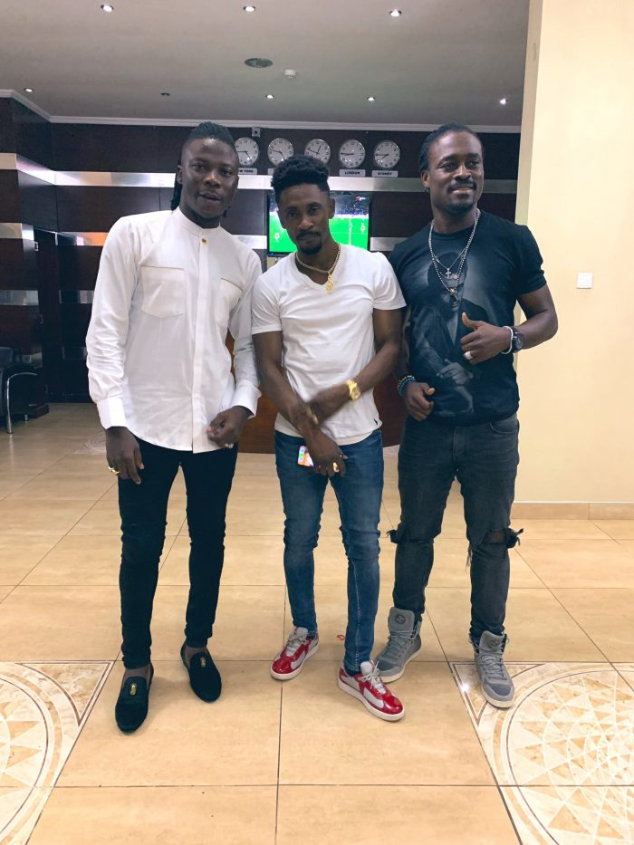 stonebwoy chris martin e1554816532460 - Stonebwoy Trolls Shatta Wale; Poses With Christopher Martin And Derek Boateng In A Photo With A Caption, 'Still Taking Pictures'