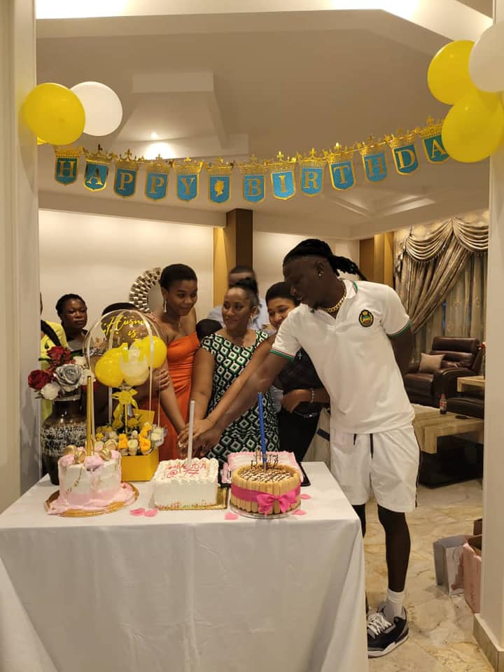 Stonebwoy storms Hassan Ayariga's house to surprise his daughter on her birthday - (Video). 51