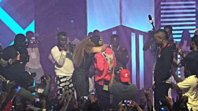 Photo of Shatta Wale Proposes To Shatta Michy At Reign Concert With Hot Kisses – Watch Video Here