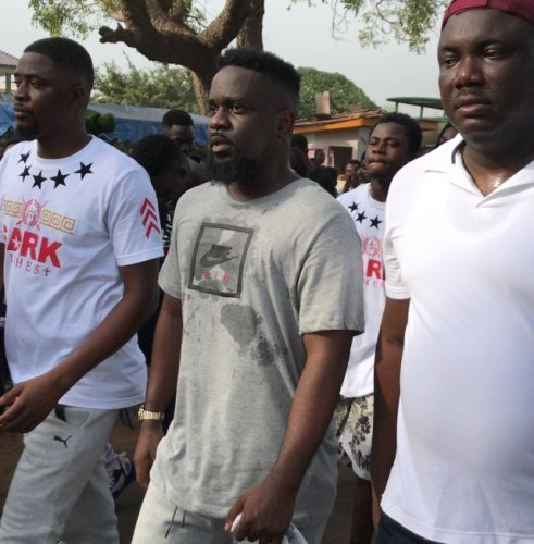 Sarkodie Tema concert - Fans course major traffic in every community ahead of the show