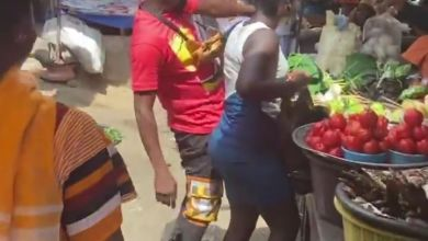 Photo of Funny Face Seen Red Handed Squeezing Sam1's Girl @ De Market – Watch Now