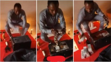 Photo of Wonders : Man Performs Money Rituals Using Live Snake – Video Will Shock U