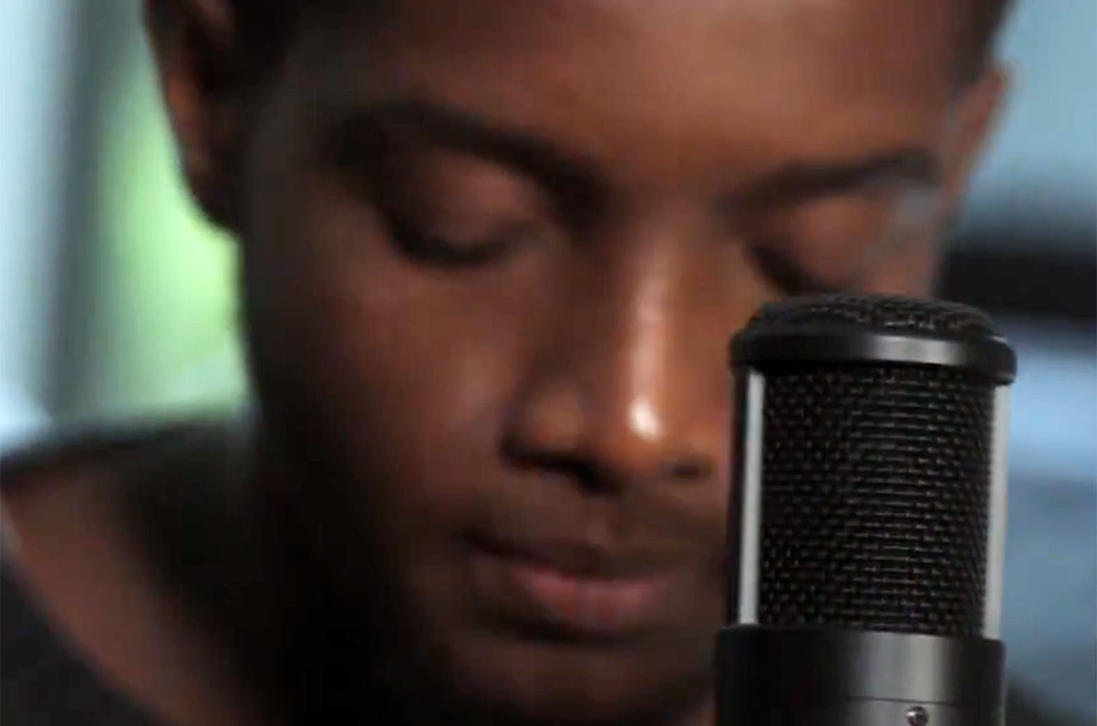 Video: FretBoard Sessions by BRYAN THE MENSAH & Musical Lunatics
