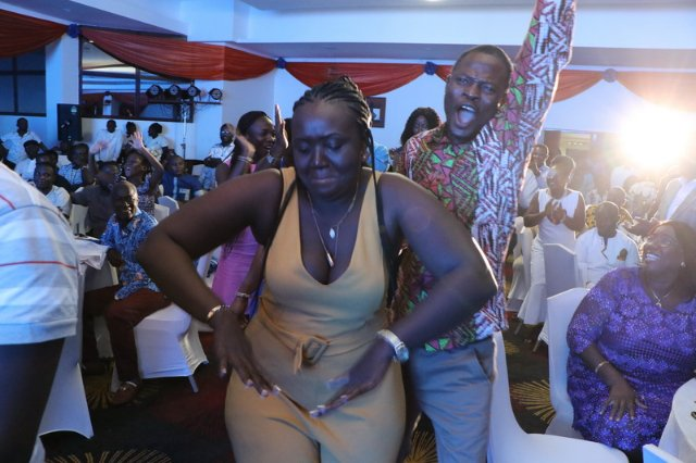 Photos: Cindy Thompson thrill fans into nostalgia; new album out by end of year. Photo Credit: myjoyonline.com(David Andoh)