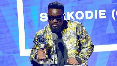 Photo of Sarkodie defends Best International Flow title in BET Music's post