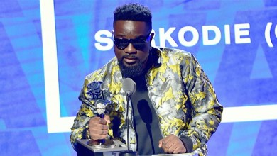 Photo of Sarkodie adds BET Hip-hop award to his collection