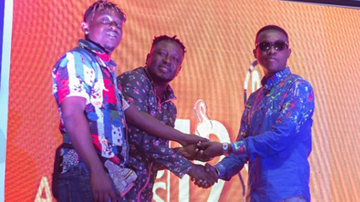 U2Jay wins Hiplife Song of the Year trophy