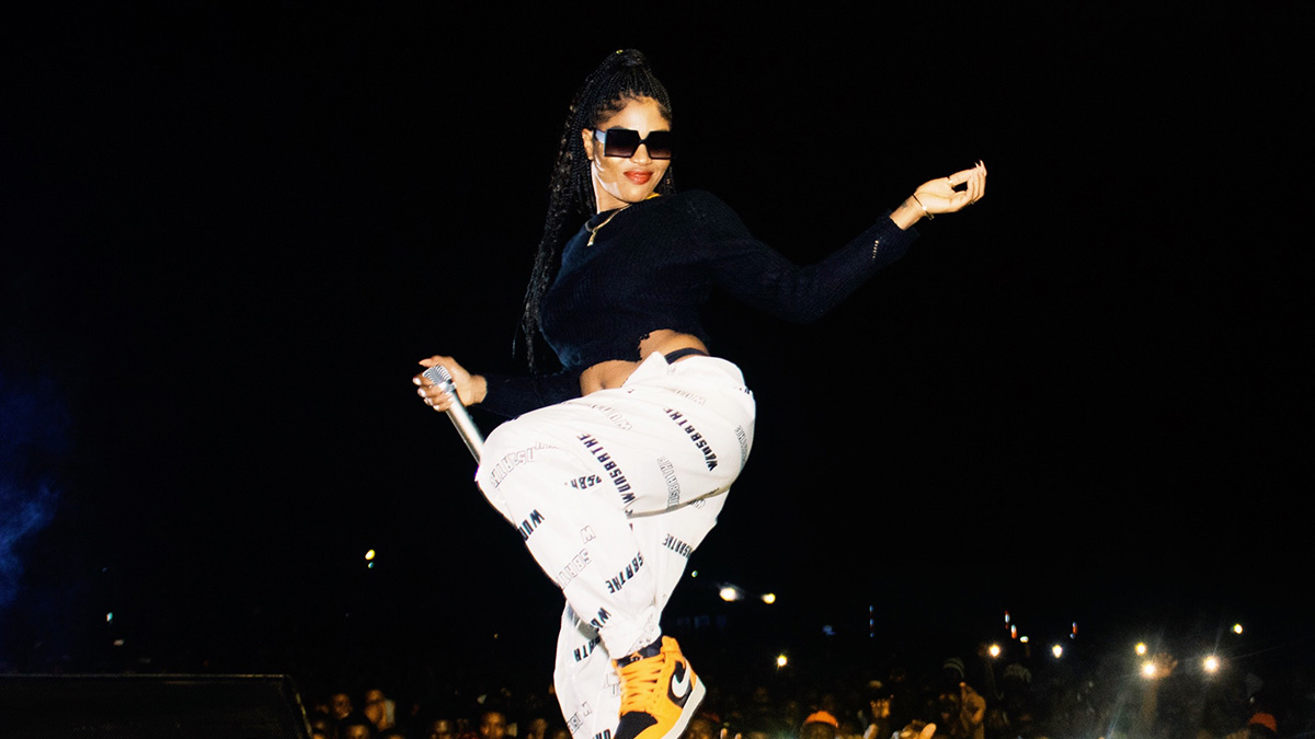Eazzy goes gaga at Medikal's Sowutuom concert