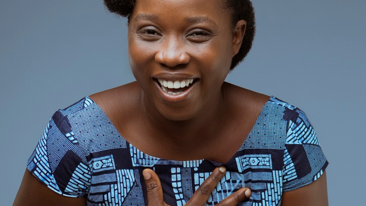 Mawunya, the singer with a crescent smile