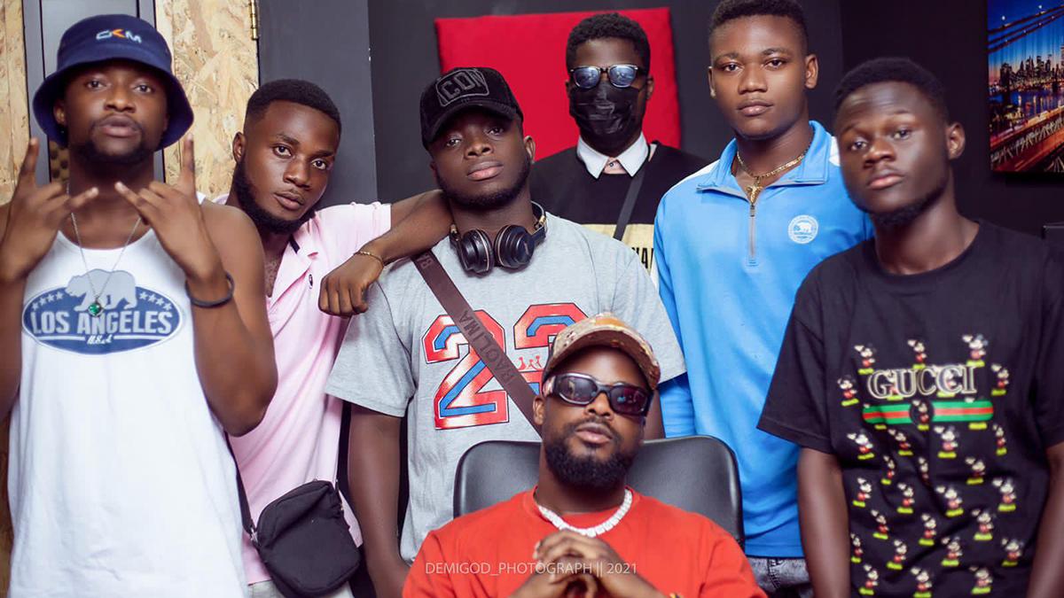 Mix Master Garzy assembles 6 new rap gods for 'The Big Bars' Cypher