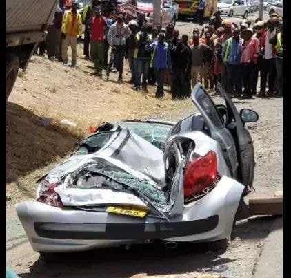 car2 - Container falls on a mother's car moments after she stepped out with her baby. (photos)