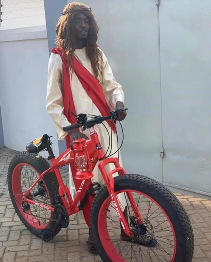 Medikal Gifts Mmebusem Bike After MTN 4Syte Music Video Awards-Photos 2