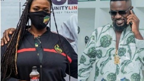 """""""Ask Greedy Sarkodie If He's Given Even Just Ghc1 To Castro's Mum """"-Stonebwoy's Aisha Modi"""