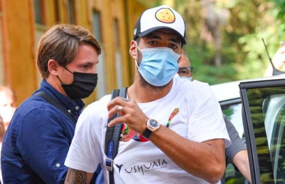 Barcelona's Luis Suarez accused of cheating to pass his Italian exam