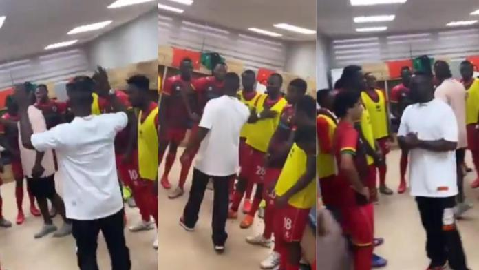 Rapper Sarkodie paid a courtesy visit on the players of Ghana Premier League giant Kumasi Asante Kotoko today in their dressing room ahead of their game against Aduana.